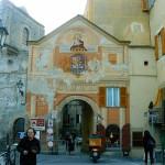 Una delle porte di Finalborgo, per entrare in piazza san Biagio