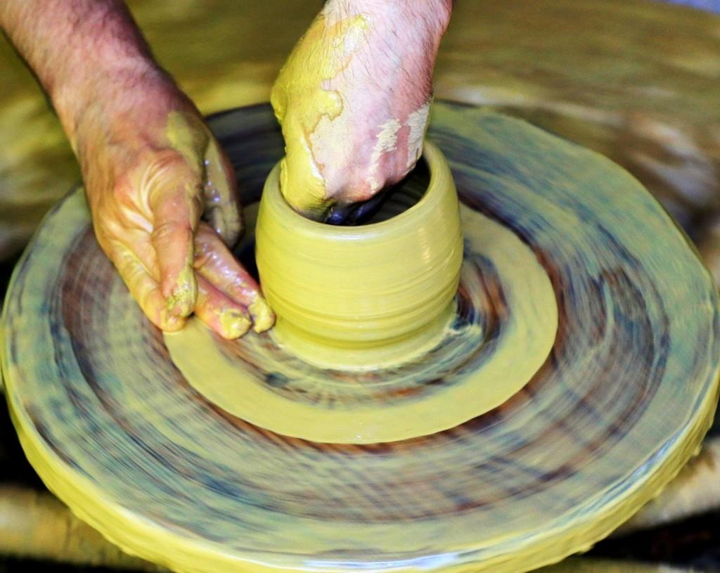 Lavorazione Della Ceramica.Albisola Superiore Esposizione E Dimostrazione Di